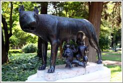 Loba Romana, a sculpture of Romulus and Remus. Jard�n Bot�nico Carlos Thays, Palermo.