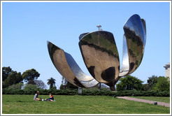 Floralis Gen�rica, a moving sculpture by Eduardo Catalano. Plaza de las Naciones Unidas (United Nations Plaza), Recoleta.