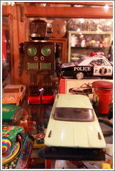 Antique robot and cars. Mercado San Telmo.