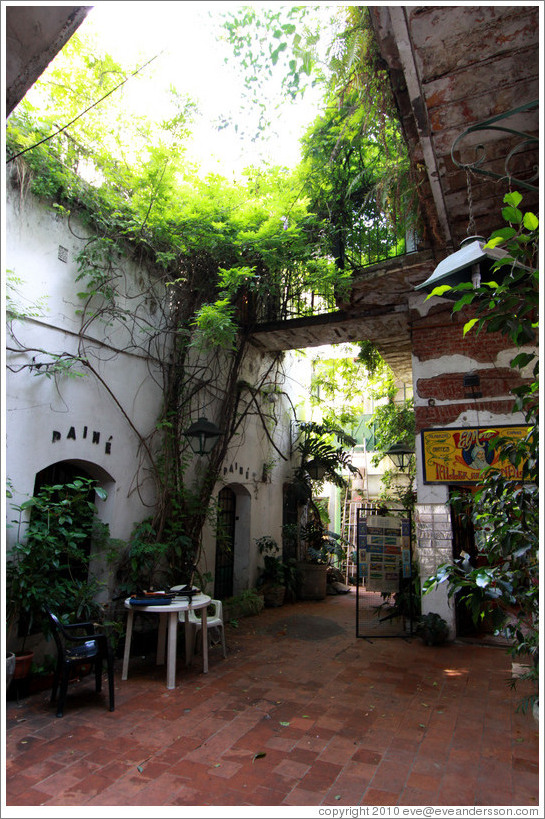 Galer?de los Patios de San Telmo, a large 18th century house containing artisans' workshops.