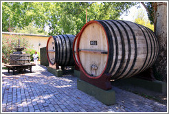 Large barrels and old press, Lagarde, Luj�n de Cujo.