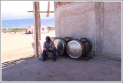 Worker resting. Bodega Tierra Colorada.