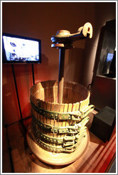 Crusher. Museo de la Vid y el Vino (Museum of Vine and Wine).