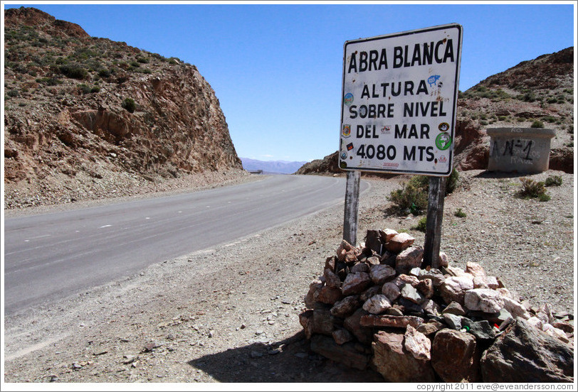 Abra Blanca, the high point on Ruta Nacional 51, at 4080 meters above sea level.