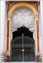 "Entrance with stone ""curtains"". Bas�lica y Convento de San Francisco."