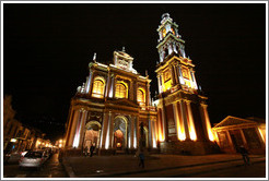 Bas�lica y Convento de San Francisco at night.