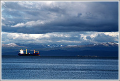 Boat and mountains, Bah�a de Ushuaia.