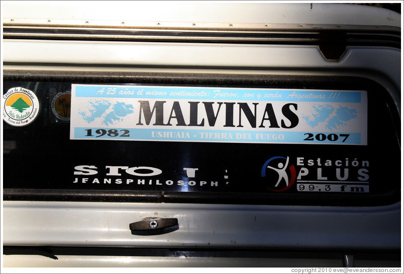 "Sticker on a private vehicle referring to the Islas Malvinas (Shetland Islands).  It says, ""A 25 a?el mismo sentimiento: Fueron, son y ser?Argentinas!!!"" Translation: ""For 25 years the same sentiment: They were, are and will be Argentina!"""