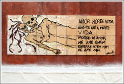 Artwork: lovers with skulls for heads.  The accompanying text reads: Amor Morte Vida / Amo-te At? Morte / Vida / Morro de Amor / Me Ame Enfim / Enterre-se em Mim / Me Ame Sim.  Wall surrounding the Cemit?o S?Paulo.