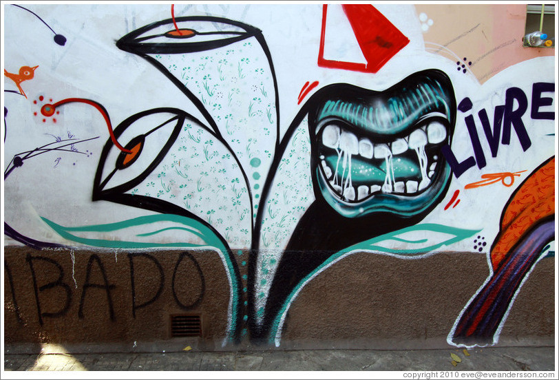 "Graffiti: mouth and the word ""Livre"" (free).  Villa Magdalenda neighborhood.  Rua Joaquim Antunes at Rua Artur de Azevedo."
