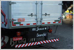 "Truck with ""100% Jesus Deus é fiel"" (""100% Jesus God is faithful"") written on the bumper."