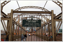 "Puente Peatonal Los Carros (""The Cars"" footbridge).  Nice name!"