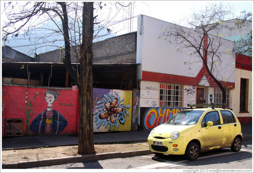 Yellow car and graffiti.  Dardignac at Pur?ma, Bellavista neighborhood.