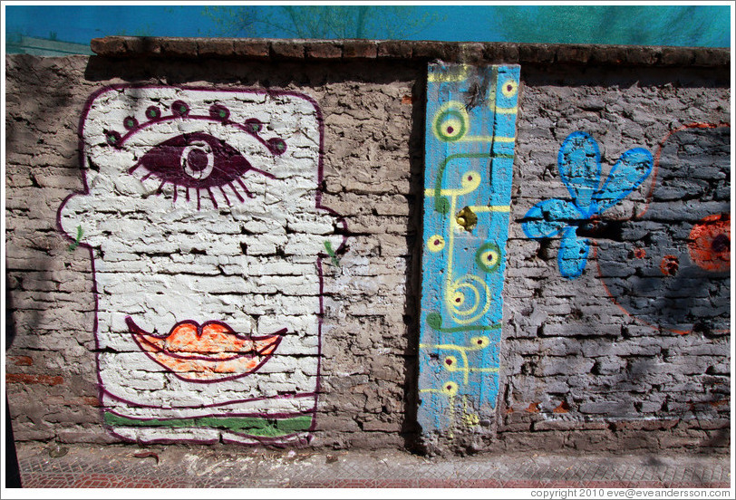 Graffiti: cyclops.  Fernando M�rquez de La Plata, Bellavista neighborhood.