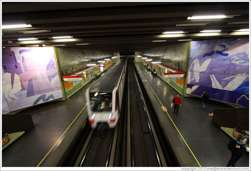 Santiago Metro, El Golf station.