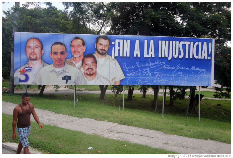 "Billboard saying ""Fin a la injusticia!"" (""End to the injustice!""), referring to the Cuban Five: five Cuban men who were controversially imprisoned in the United States in 1998."