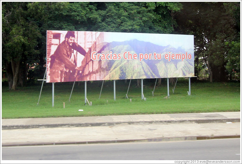 "Billboard on Avenida de la Independencia saying: ""Gracias Che por tu ejemplo"" (""Thank you, Che [Guevara], for your good example"")."