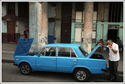 Broken down blue car, Calle Padre Varela (Belonscoain).