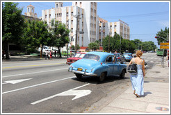Woman and blue car, La Rampa.
