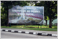 "Billboard with a quote from Raúl Castro: ""La batalla económica constitute hoy, más que nunca, la tarea principal..."" (""Today, more than ever, the economic battle is our main task..."")."