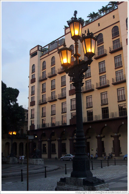 Streetlight at dusk, Paseo del Prado.