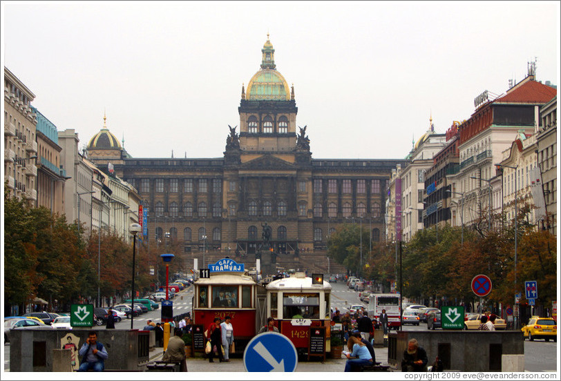 Wenceslas Square (V?avsk??#283;st? looking toward the National museum (N?dn?uzeum), Nov?ěsto.