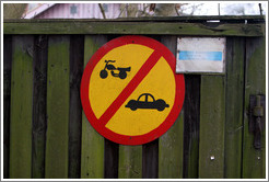 Sign forbidding motorcycles and cars in Christiania.