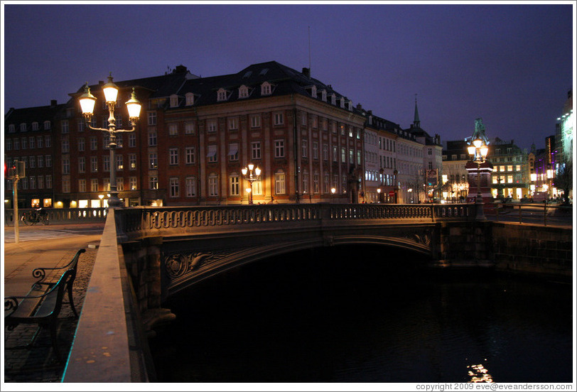 Frederiksholms Canal at night.