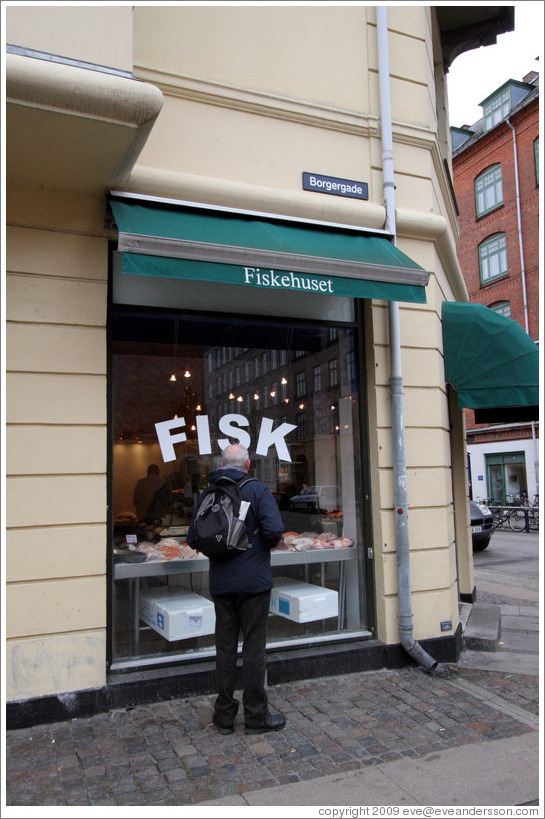 Fiskehuset Boland, odorous at half a block at way.  Borgergade, city centre.