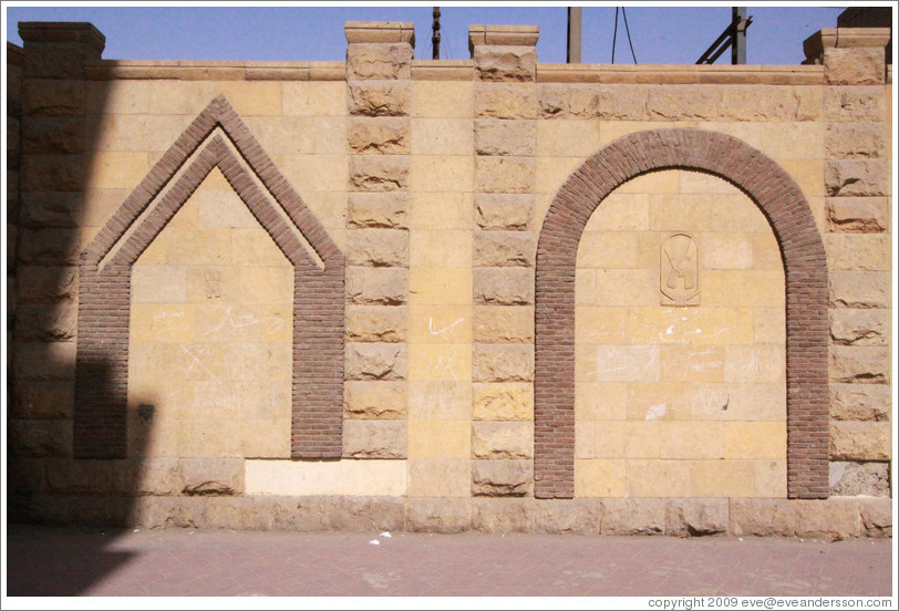 Wall decoration: one pointed arch and one rounded arche.  Old Cairo (Masr el Adīma).