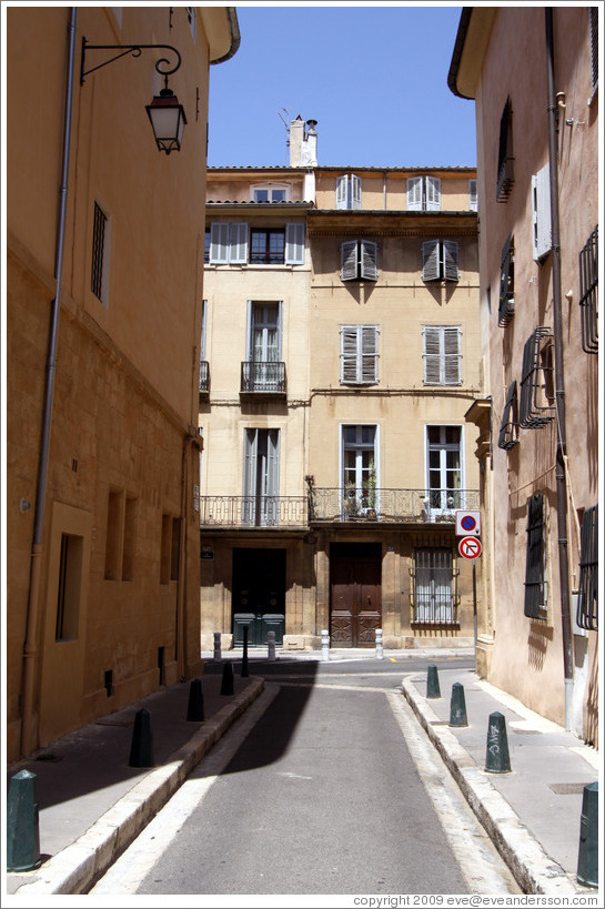 Rue Peyssonnel, looking onto Rue Cardinale.  Quartier Mazarin.