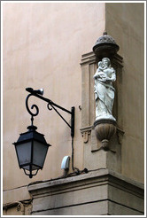 Oratory, probably depicting the Virgin Mary.  Corner of Cours Mirabeau and Rue du 4 Septembre.