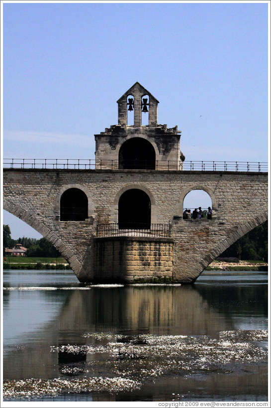 Pont Saint-B?zet, a.k.a. Pont d'Avignon, built between 1171 and 1185.