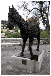 Lucky, a horse sculpture made of horseshoes, by R? Pesce (1993).