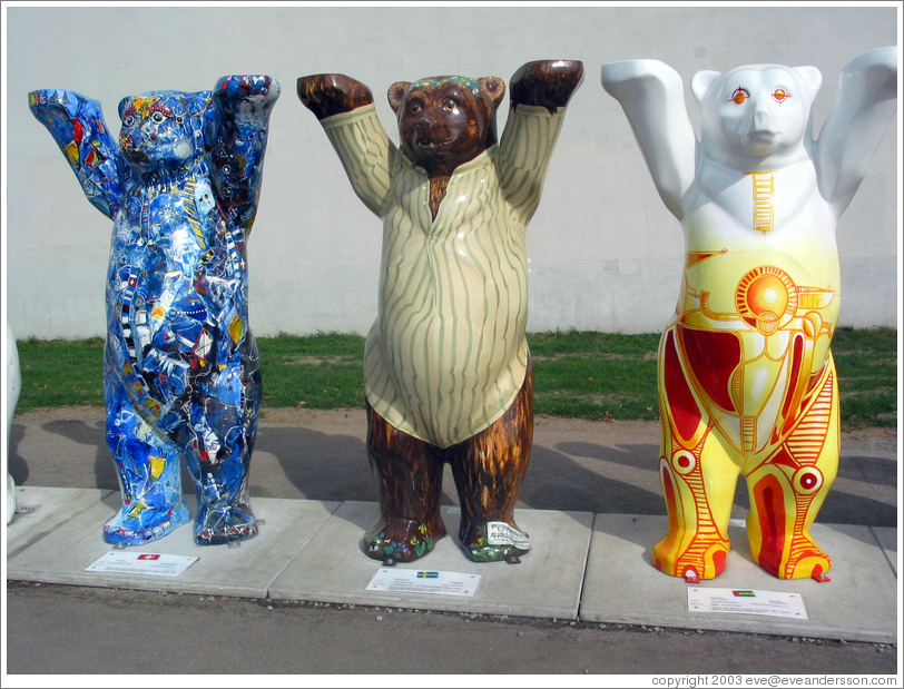 """United Buddy Bears 2003"", near the Brandenburg Gate, promoting international understanding and tolerance."