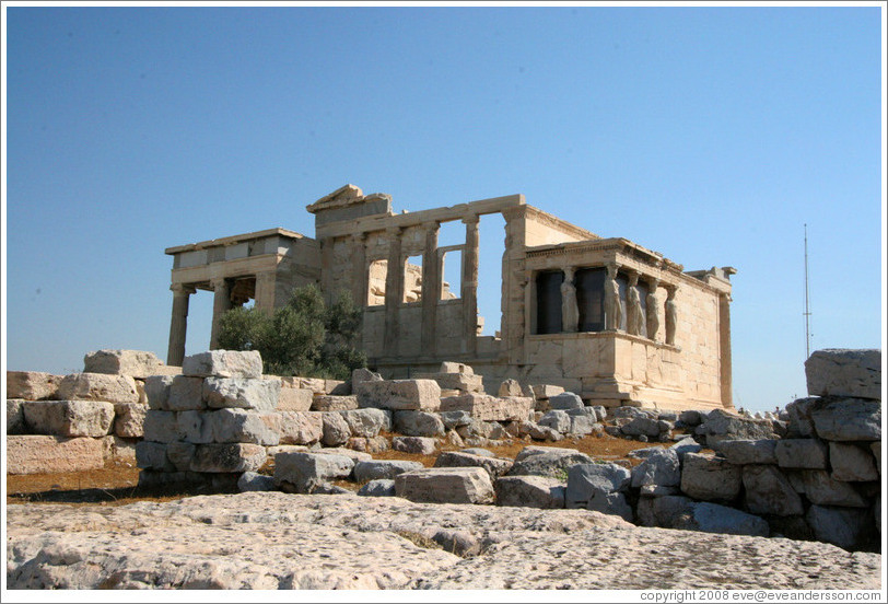 Three adjacent structures: The Erechtheum (Έρέχθειον), the Pandroseion (Πανδρόσειον), and the Old Temple of Athena (Παλαιό ναό της Αθηνάς) at the Acropolis (Ακρόπολη).
