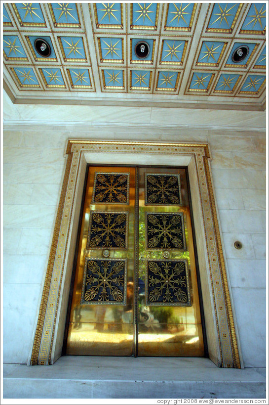Gold-colored door of the Archaeological Institute (Αρχαιολογική Eταιρεία).