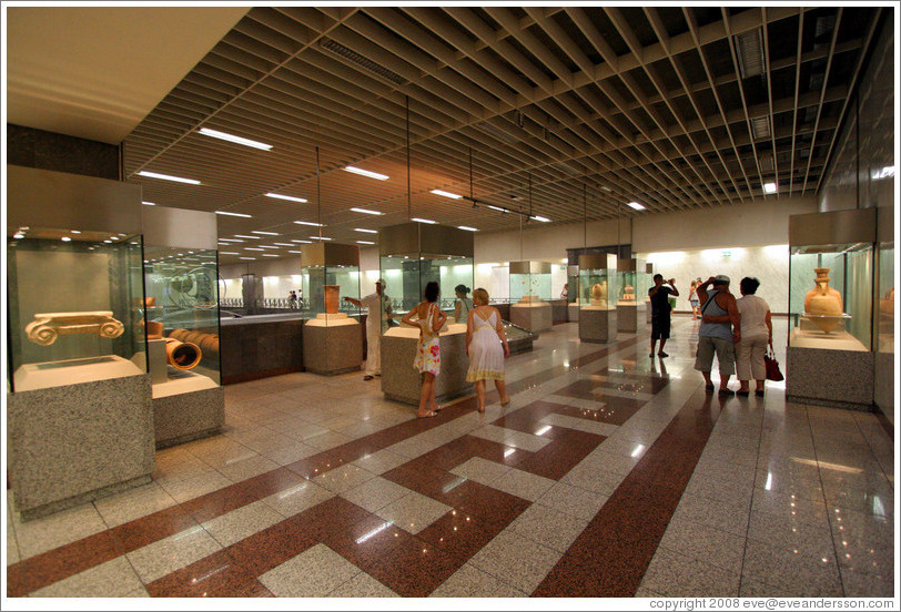 Archaeological display at the Syntagma (Σύνταγμα) metro station.