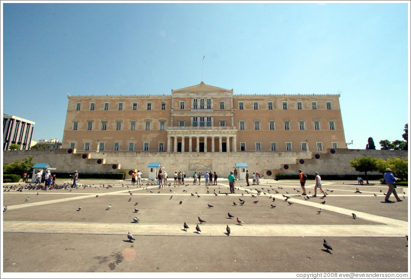 Greek parliament building at Syntagma (Σύνταγμα) Square.