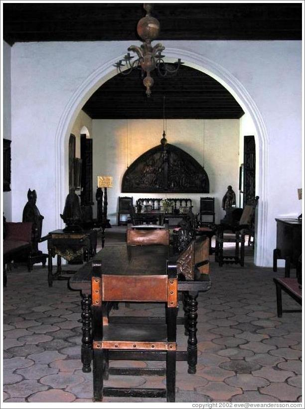 Dining room at Casa Popenoe.