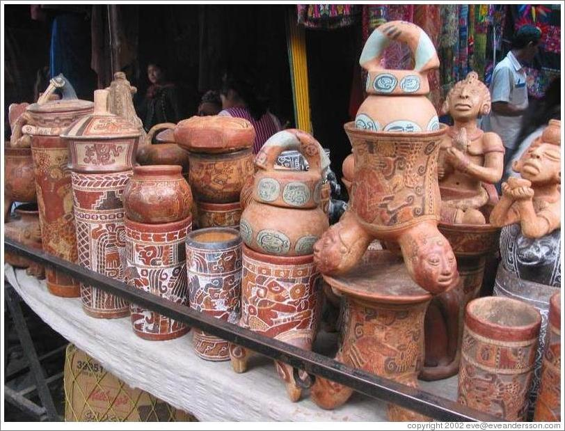 Pottery, following old Mayan traditions.