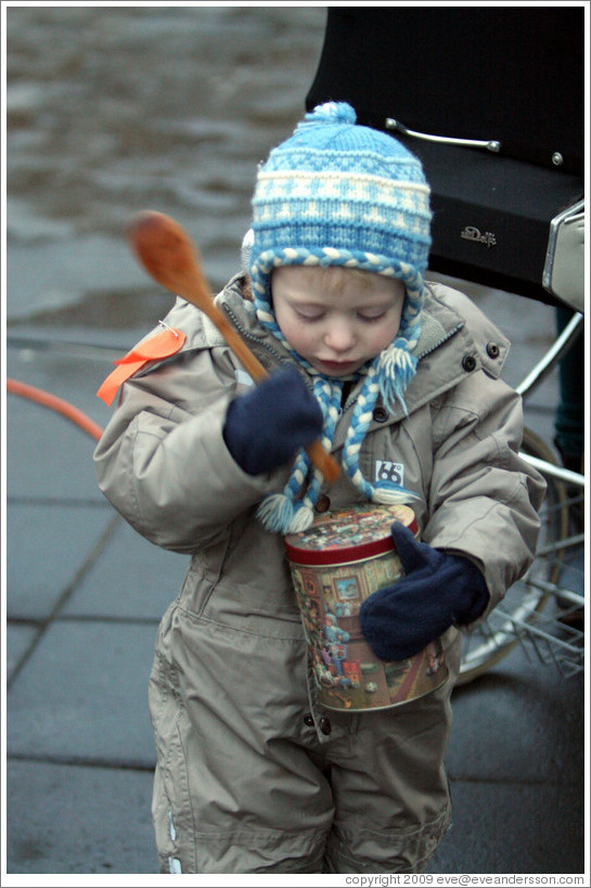 Protest in Reykjavik.  Child with tin and spoon.