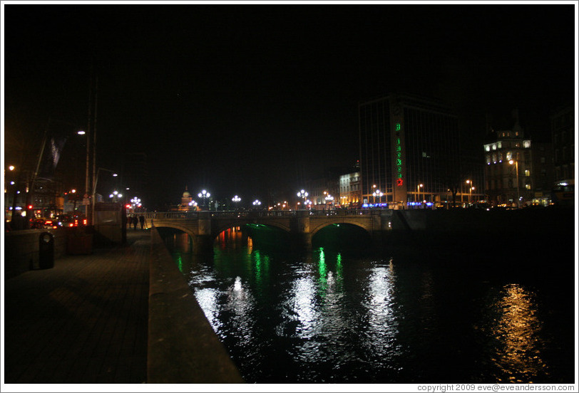 O'Connell Bridge over the River Liffey at night.