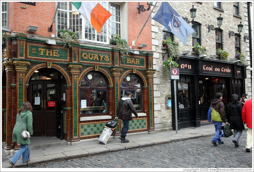 Quays Bar.  Temple Bar.