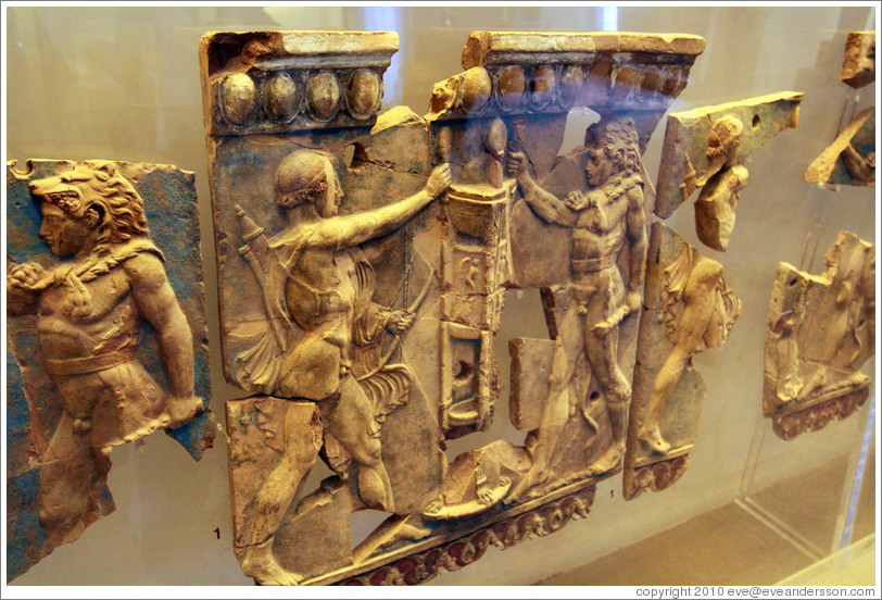 Bell plate with the contest between Apollo and Heracles for the Delphic tripod, 36-28 BC.  Museo Palatino (Palatine Museum).