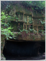Cave near Zuigan Ji temple.