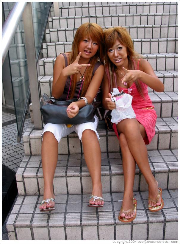 tokyo-shibuya-blonde-girls-large.jpg