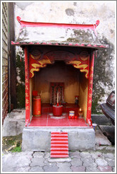 Shrine, alley adjacent to Jalan Petaling (Petaling Street), Chinatown.