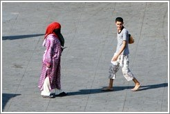 Woman and a boy who had taken her purse, Jemaa el Fna.