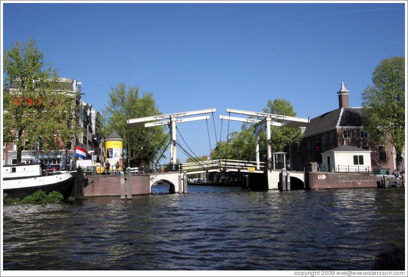 Bridge across Nieuweherengracht at Amstel canal, Centrum district.